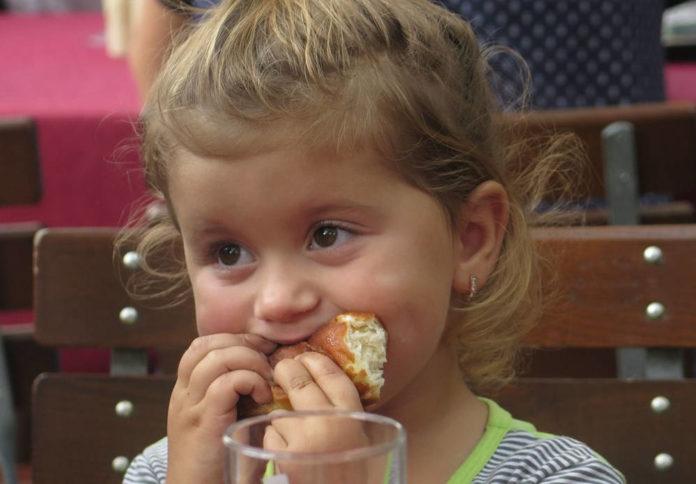Dlaczego warto zabierać dzieci do restauracji?